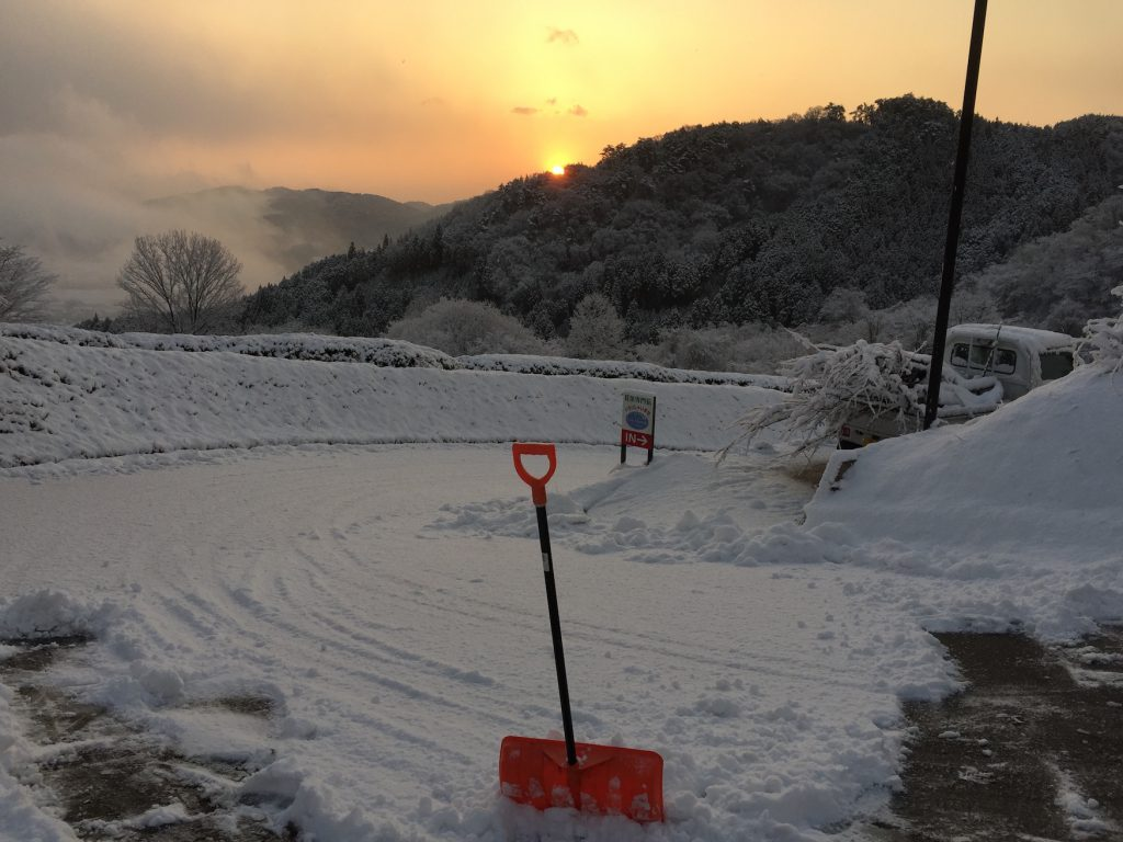 雪かき 除雪 日の出